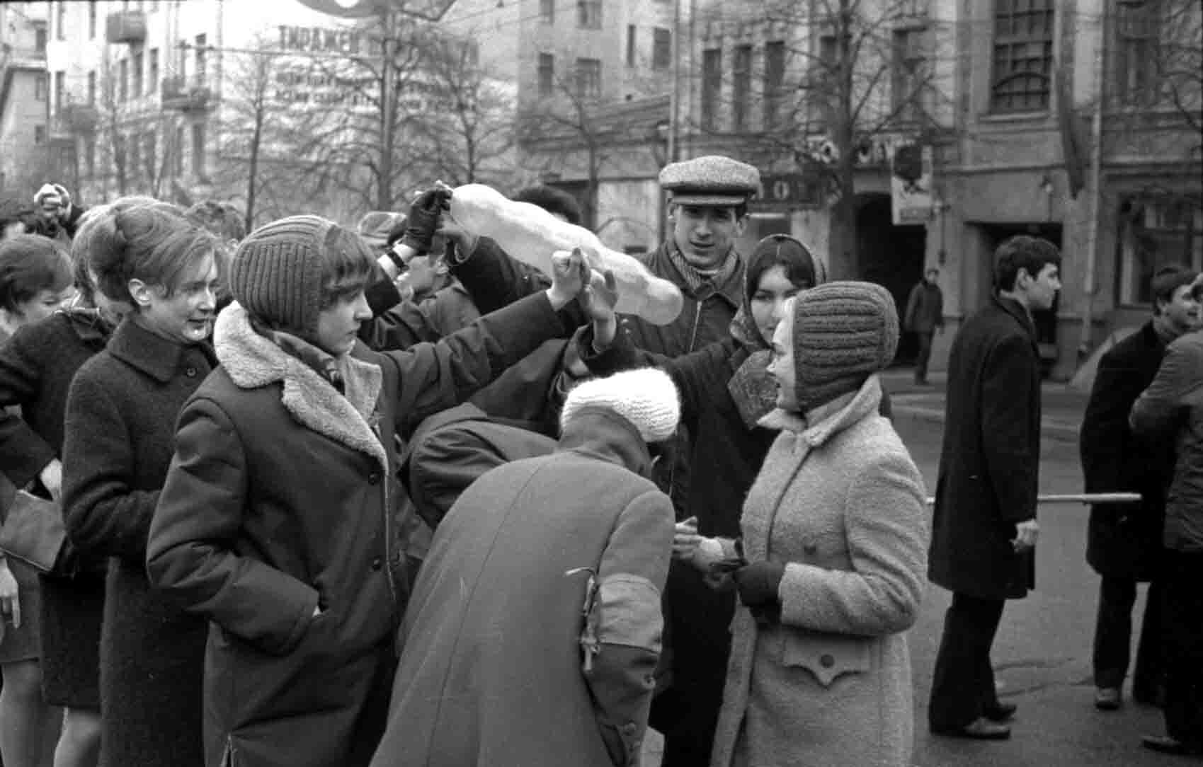 11:1970 <br>На демонстрации 2 курс ФПМ 1