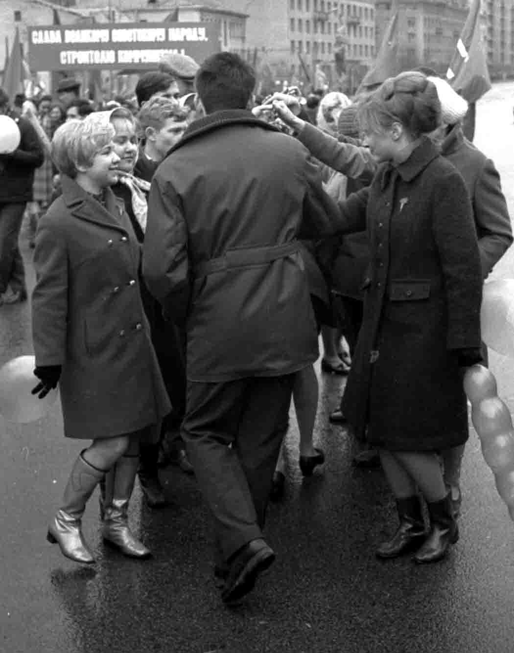 11:1970 <br>На демонстрации 2 курс ФПМ 10