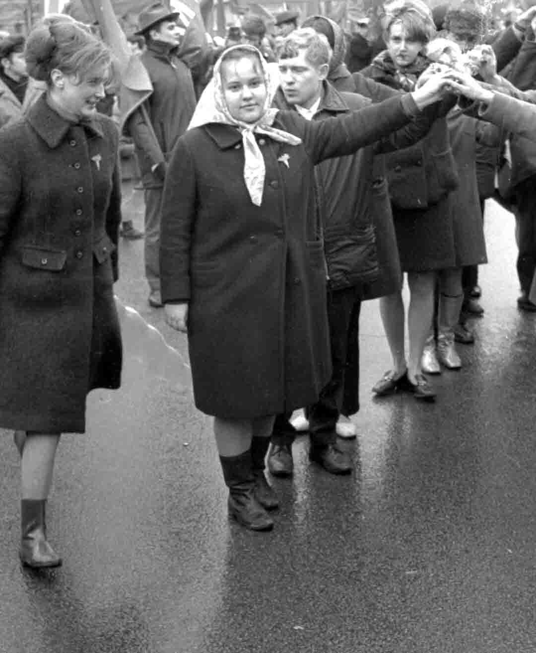 11:1970 <br>На демонстрации 2 курс ФПМ 12