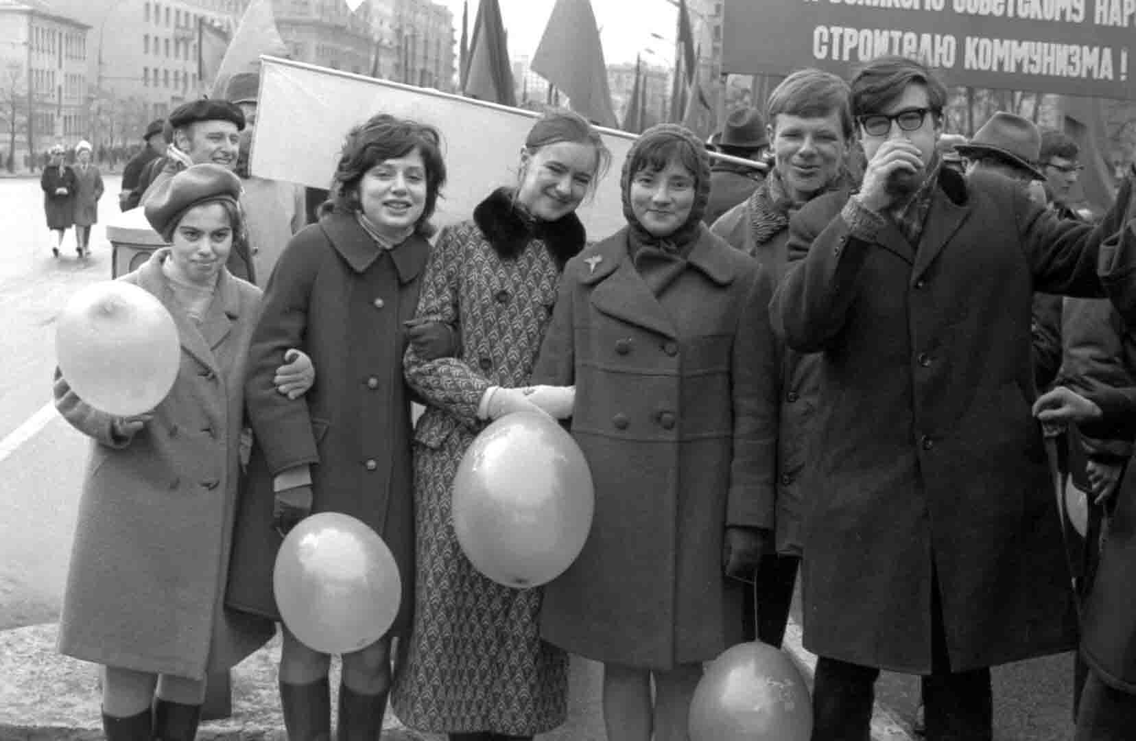 11:1970 <br>На демонстрации 2 курс ФПМ 13