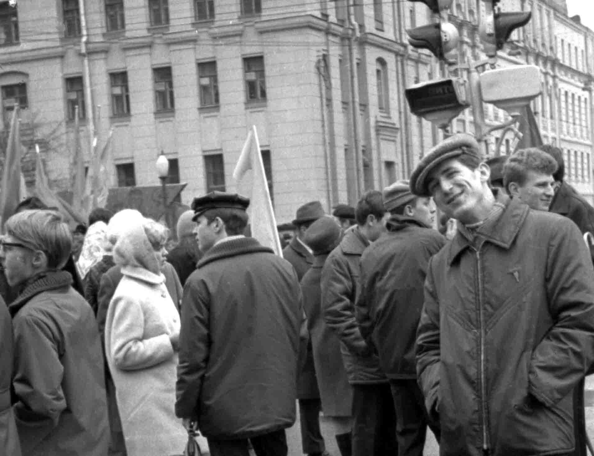 11:1970 <br>На демонстрации 2 курс ФПМ 18