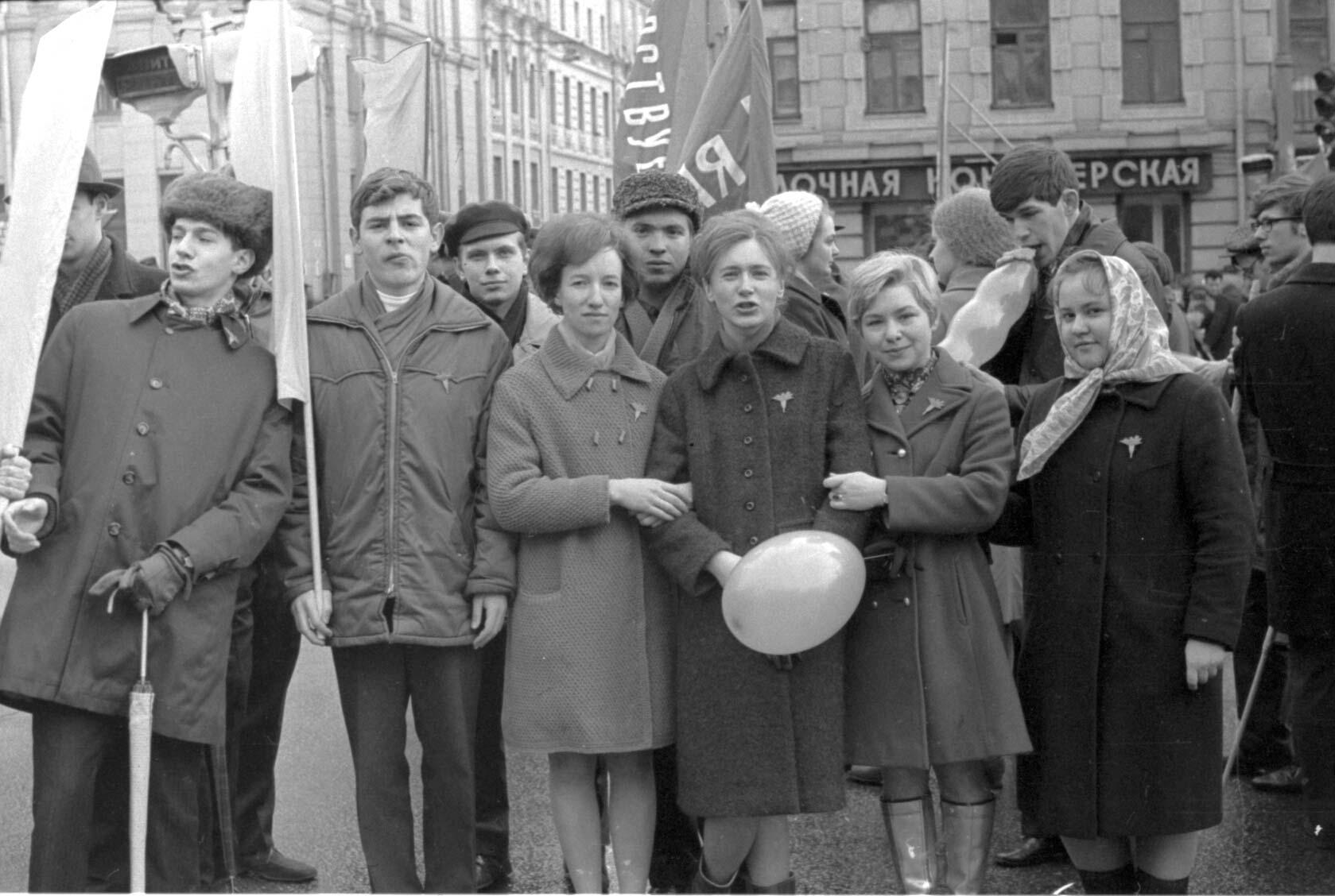 11:1970 <br>На демонстрации 2 курс ФПМ 22