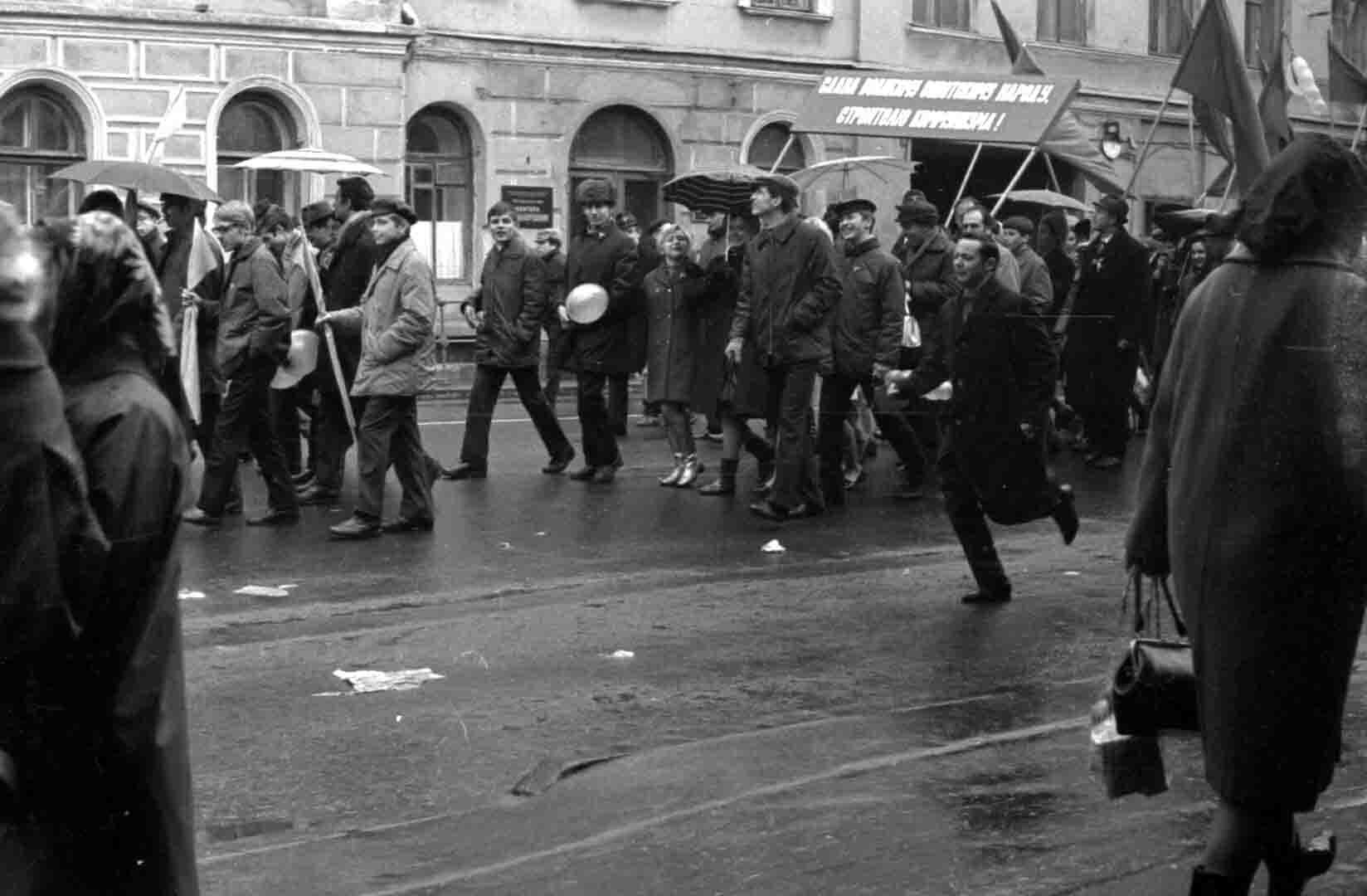 11:1970 <br>На демонстрации 2 курс ФПМ 5