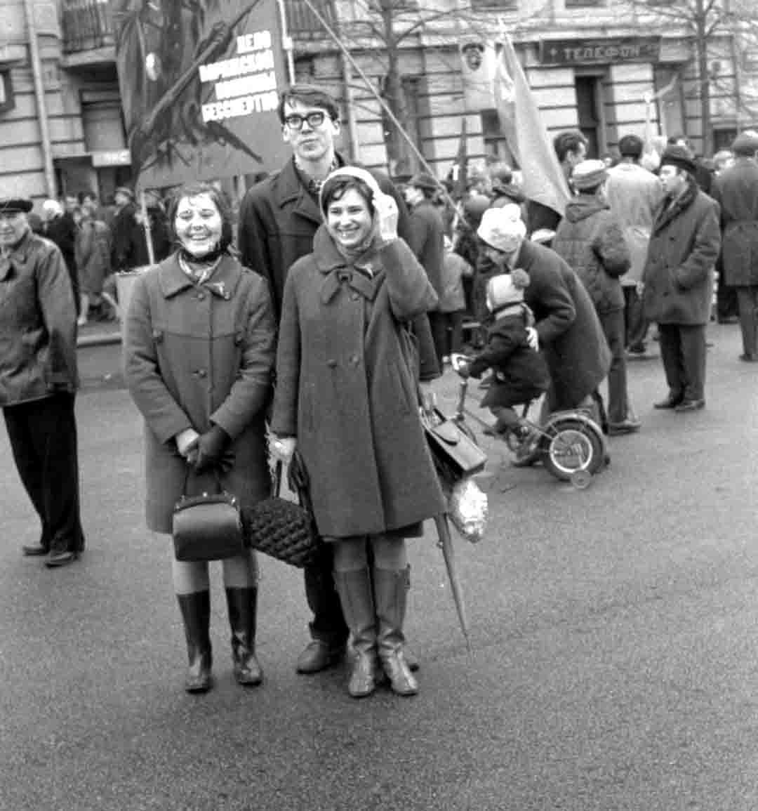 11:1970 <br>На демонстрации 2 курс ФПМ 6